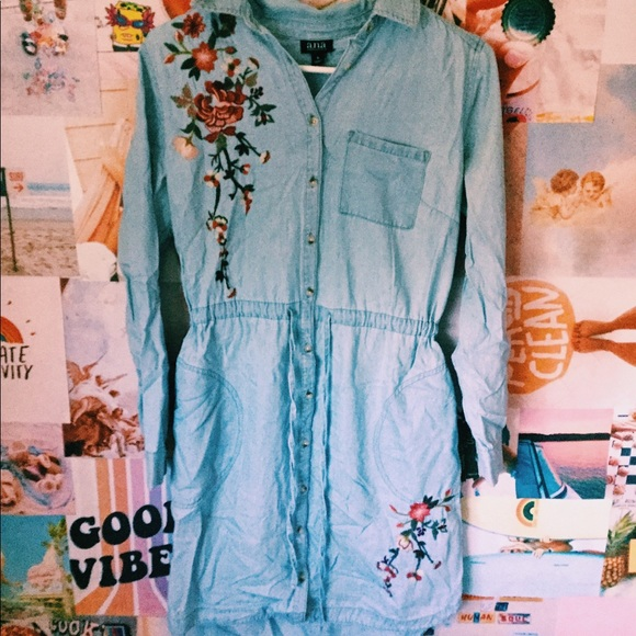 a.n.a Dresses & Skirts - Blue short long sleeve dress with flowers